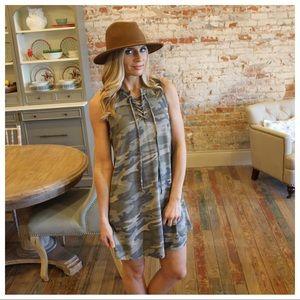 Camo sleeveless lace up dress with pockets